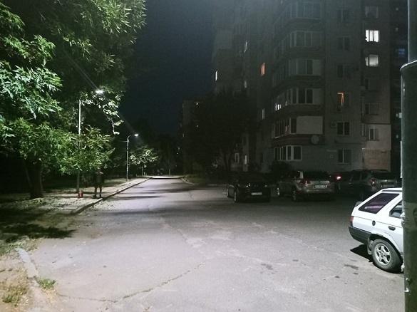 Ще один двір у Черкасах засвітився по-новому з LED-світильниками