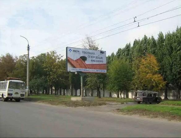 Уздовж доріг Черкаської області мають демонтувати 100 рекламних щитів (перелік)