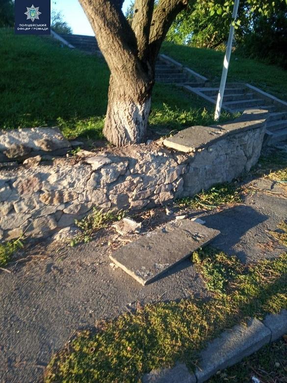 В одному із сіл на Черкащині чоловік пошкодив меморіальний комплекс
