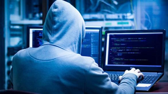 Про підозру повідомили чоловікові, який в інтернеті поширював особисті дані черкащанок