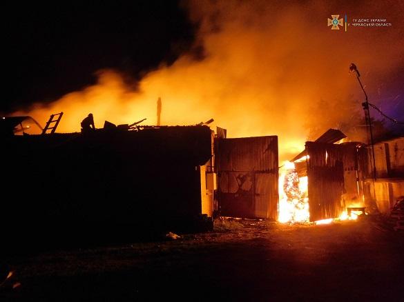 У Черкаській області горіла пекарня (ФОТО)