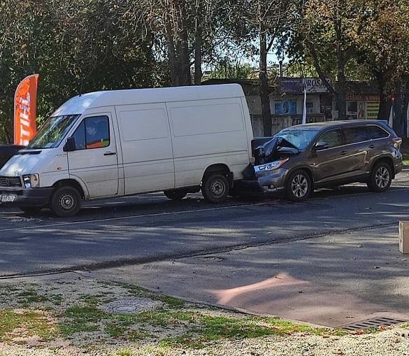 У Черкасах сталася аварія за участю трьох автівок