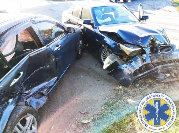 На перехресті у Черкасах дві розтрощені автівки та троє травмованих (ФОТО)