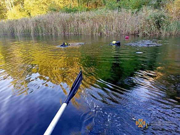 На Черкащині з дна озера дістали тіло потопельниці