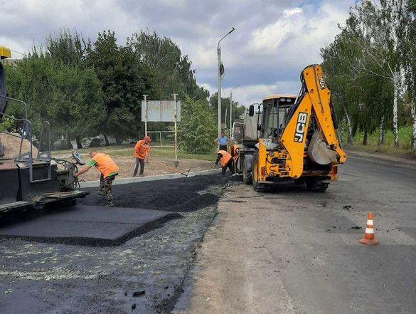 На перехресті черкаських вулиць роблять дорогу з коловим рухом