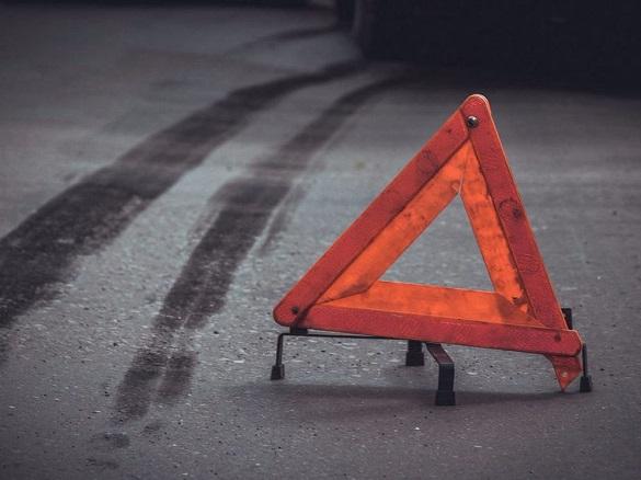 Поблизу черкаського ТРЦ під колеса автівки втрапив пішохід: чоловік у важкому стані (ВІДЕО)