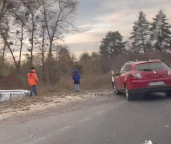 Автомобіль у Черкаській області злетів у кювет: постраждала жінка
