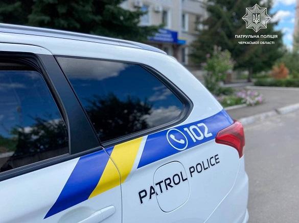 Суд на Черкащині змусив заплатити штраф тіктокера, який справив потребу на службовий автомобіль