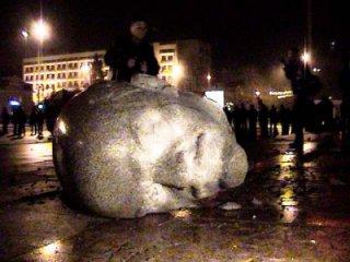 Черкащани згадали, як 6 років тому впав Ленін