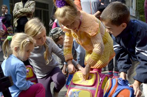 Черкаські волонтери збирають їжу для дітей Сходу