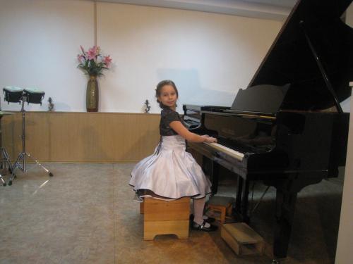 """Черкащанка на фортепіано перемогла у """"Маленькому віртуозі"""""""