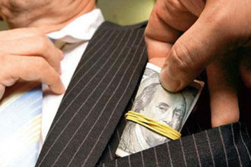Депутат Черкаської міської ради вимагав 15 тисяч долларів хабаря