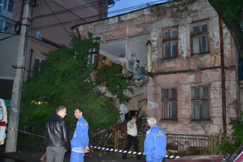 На Черкащині на очах у мешканців розвалюється будинок