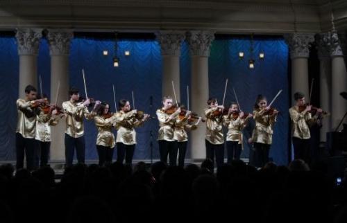 Черкаські скрипалі виступили на концерті Кучми, який їм подарував фортепіано