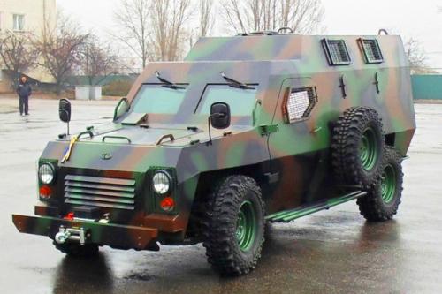 У Черкасах зробили бронеавтомобіль