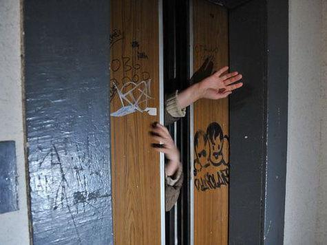 Хлопчик із Черкас три години просидів у ліфті через відключення світла