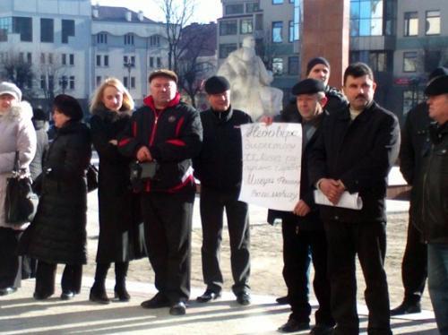 На Маньківщині працівники заводу заблокували директора та вимагають зарплатні