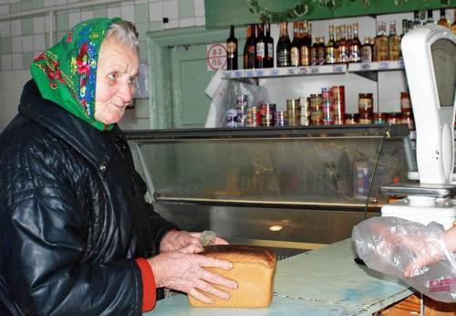 Черкаська ведуча пропонує на 1 день заплатити за пенсіонерів в магазині