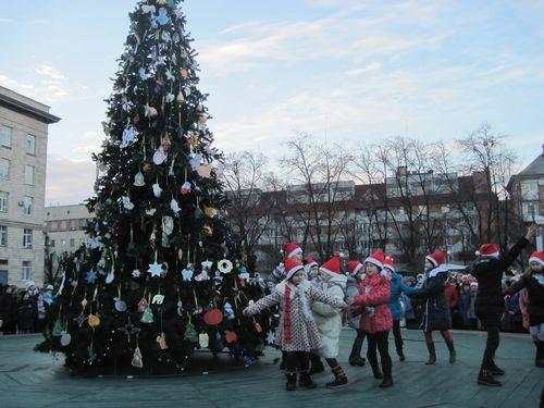 У Черкасах з'явился Новорічна ялинка - handmade