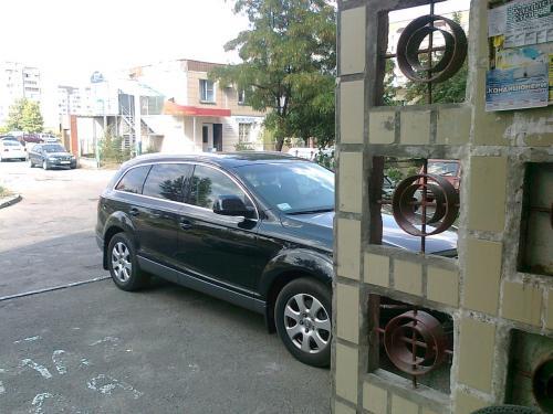Черкаські активісти спустили шини авто за неправильну парковку