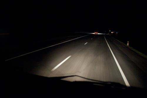Як правильно їздити на машині у нічний час, щоб не потрапити в аварію