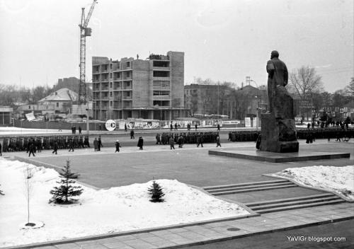В соцмережі показали, якою була Соборна площа у Черкасах за часів СРСР