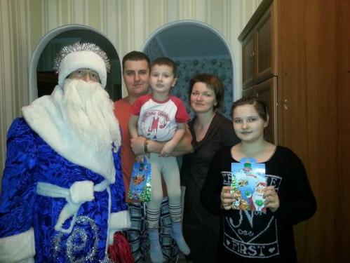 Черкаський депутат у костюмі Діда Мороза привітав жителів (ФОТО)
