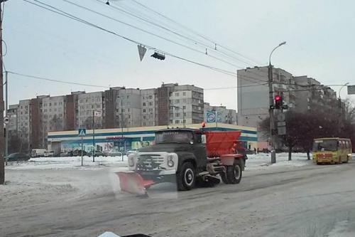 Черкаські дороги чистили 20 машин