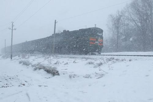 Поїзд до Черкас затримали на сім годин через