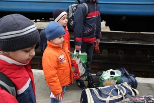 Черкаський магазин безкоштовно одягнув дітей-переселенців