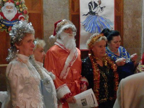 Літні люди розважилися у Черкасах на Новий рік (ФОТО)