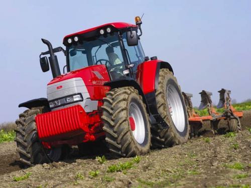 У Легедзиному сьогодні на свято  розмалюють трактор