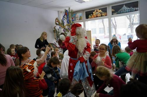 Переселенці познайомилися із черкаським Дідом Морозом (ФОТО)
