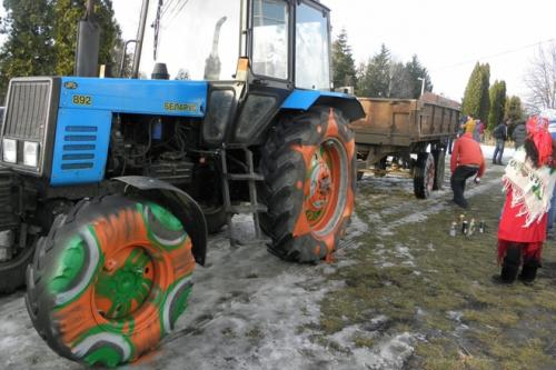 Як у Легедзеному на Меланку трактор розмалювали (ФОТО)