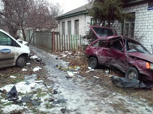 У Черкасах машина ледь не протаранила будинок (ФОТО)