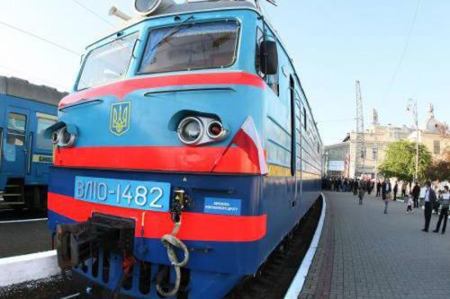 Через Черкаси не їздитимуть більше щодня два потяги