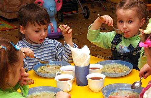 У Черкасах малозабезпечених дітей хочуть залишити без харчування?