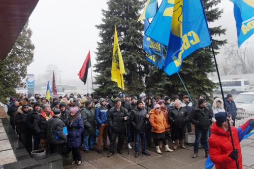 Жашківчани штурмували держустанову, щоб відстояти права АТОвців (ФОТО)