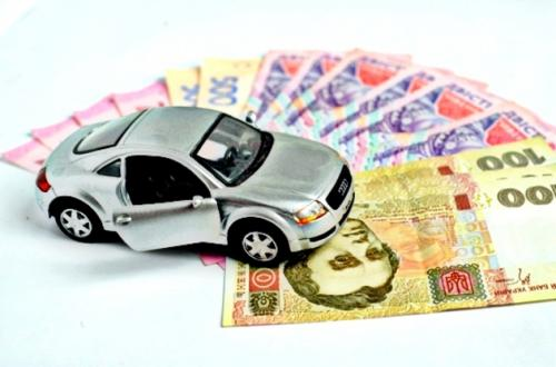 Власникам  великих авто доведеться платити додаткові податки