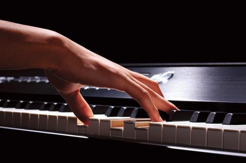 """У Черкасах є """"Піаніст-віртуоз"""""""