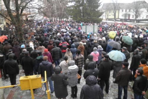 Тисячі тальнівчан провели загиблого в зоні АТО земляка в останній путь