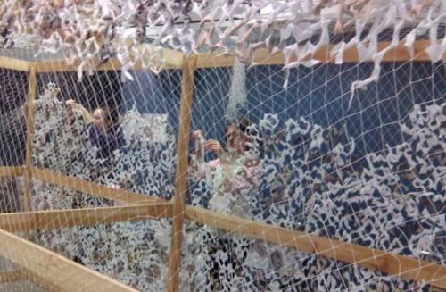 На Черкащині маскувальні сітки плетуть навіть у приватних будинках