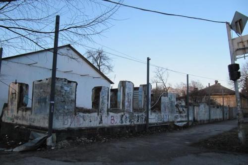 Майже в центрі Черкас можна побачити розвалений будинок (ФОТО)