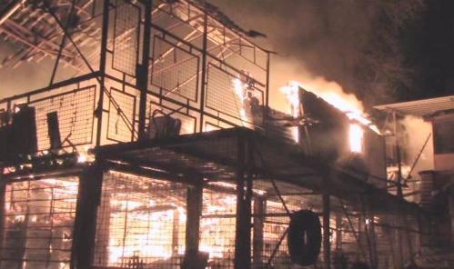 У Черкасах згоріли чотири будиночки (ВІДЕО)