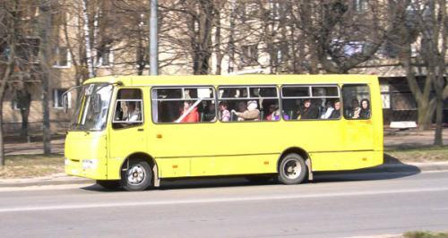 Водії черкаських маршруток бойкотують проблемну вулицю (ВІДЕО)