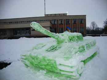 У Чорнобаї на вулицях стоять танки (ФОТО)