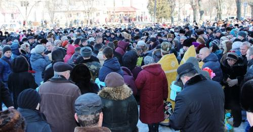 На Монастирищені тисячі людей попрощалися із загиблим героєм