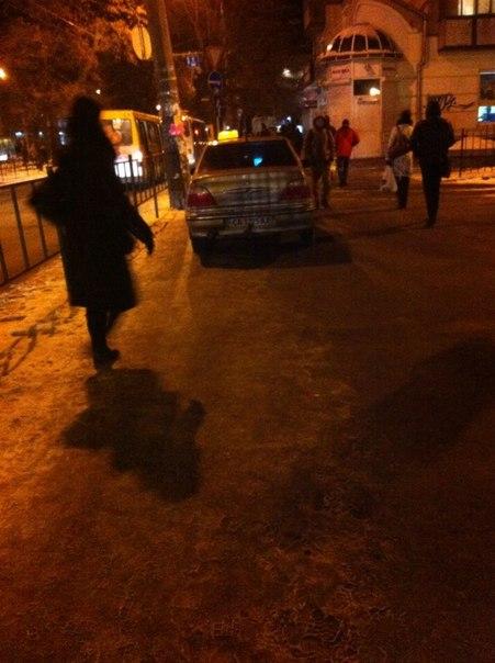 У Черкасах таксист припаркувався прямо біля Макдональдса (ФОТО)