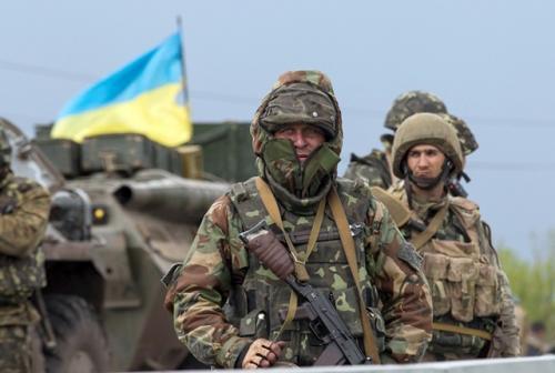 """Черкаські дівчата надсилали солдатам """"валентинки""""(ВІДЕО)"""