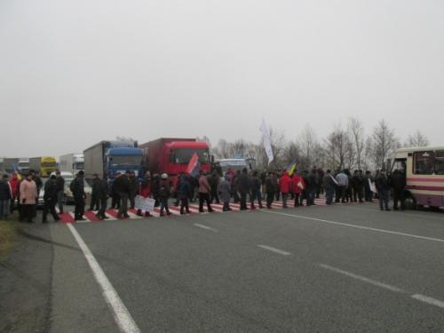 Уманчани перекрили Одеську трасу через ситуацію в Дебальцево (ВІДЕО)